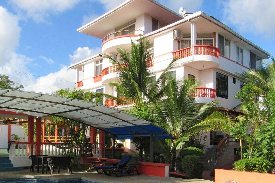 Hotel Dejavu auf Santa Cruz mit Pool