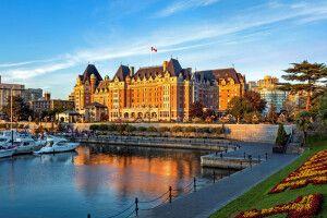 Fairmont Empress Hotel an Victorias Inner Harbour