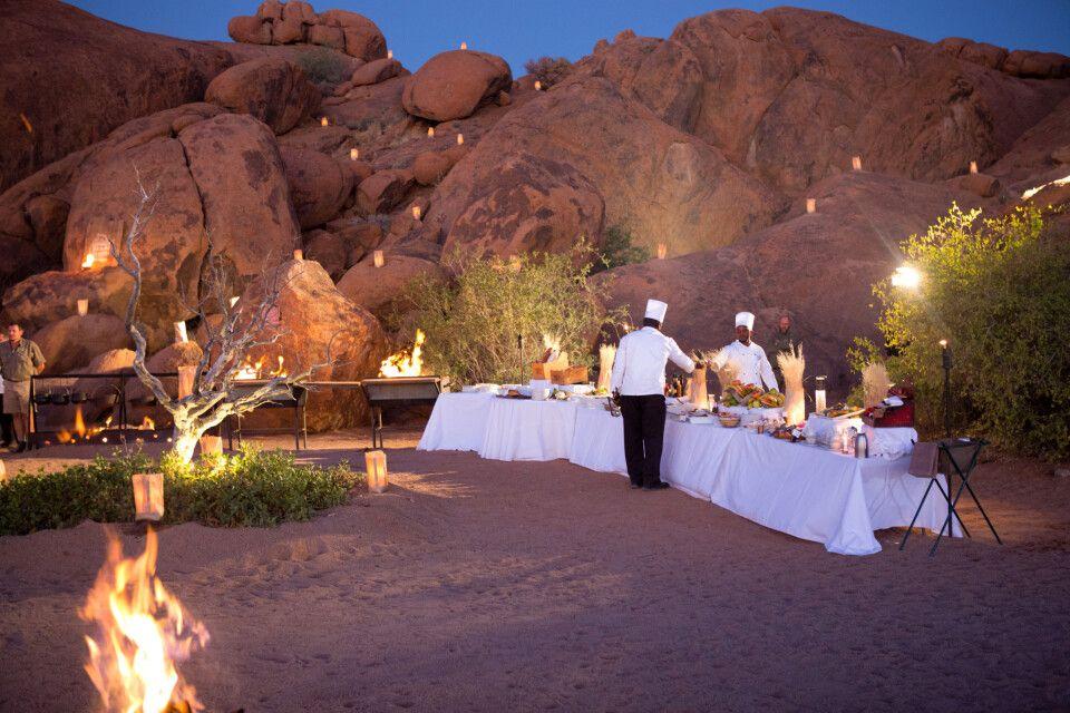 romantische Abendstimmung beim Bush Dinner im Sossusvlei