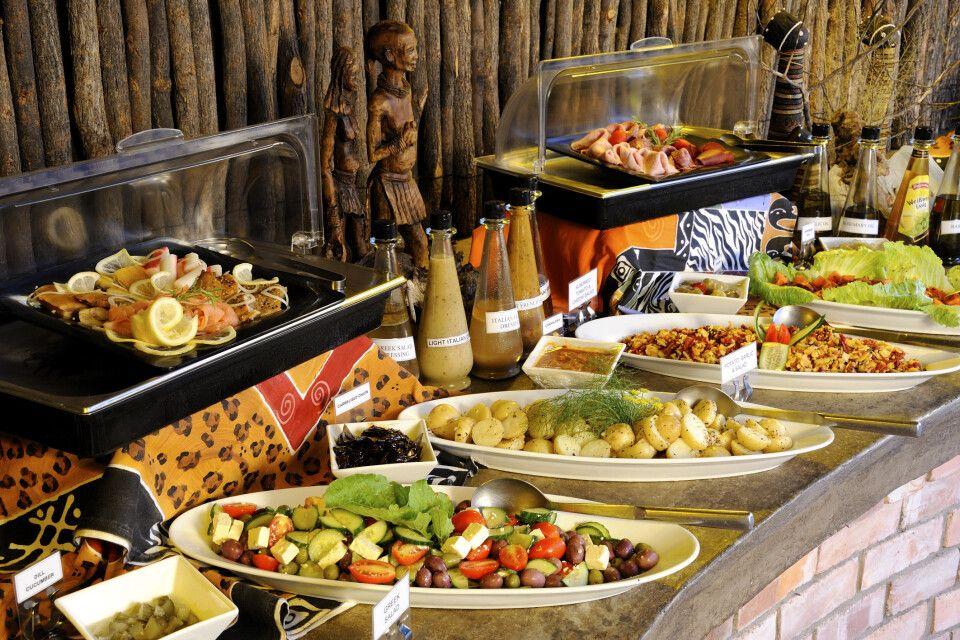 Das Buffet des Etosha Village bietet alles was das Herz begehrt