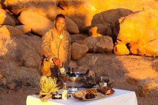 Sundowner in der namibischen Wüste