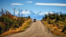 Blick auf die schneebedeckten Gipfel der Anden