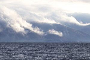 Sewan-See mit Wolken am Ostufer