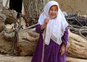 traditionell gekleidete Iranerin