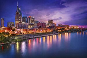 Skyline von Nashville, Tennessee, am Cumberland River