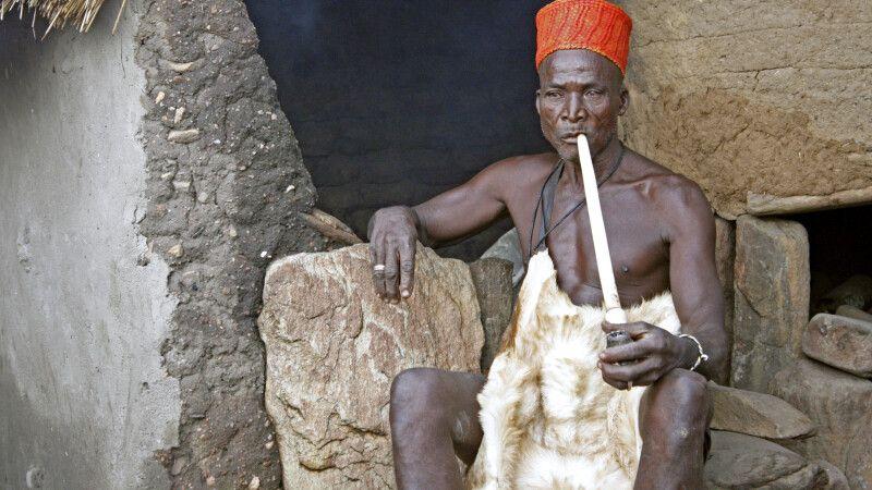 Priester und Orakel des Königs der Yom in Taneka © Diamir