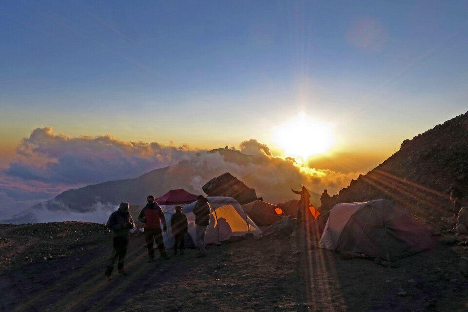 Traumhafter Sonnenuntergang im Zeltlager