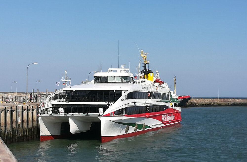 Die Anreise erfolgt bequem mit dem Katamaran ab Hamburg
