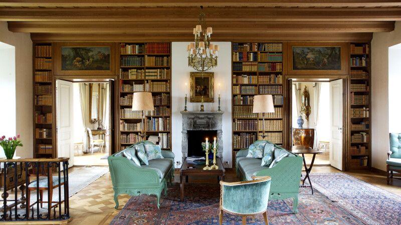 Entspannung findet man in der Bibliothek des Hauses © Diamir