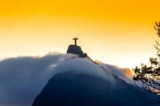 Christus Statue auf dem Corcovado hoch über Rio de Janeiro