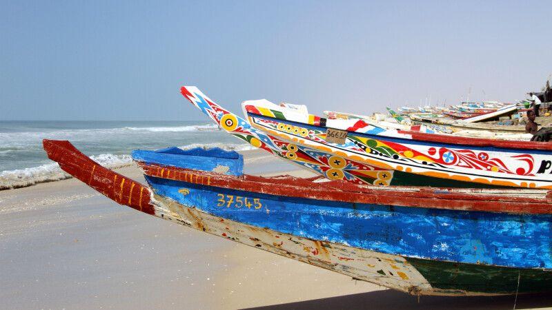 Bunte Fischerboote in Nouakchott © Diamir