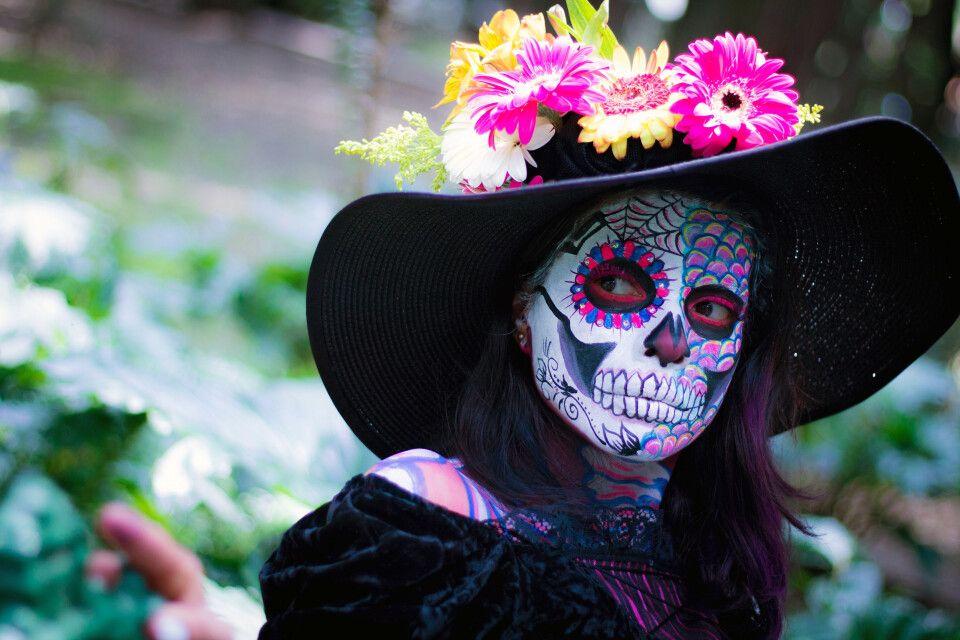 Kunstvolle Maskierungen zum Dia de los Muertos in Mexiko
