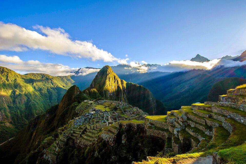 Sonnenaufgangsstimmung über der berühmten Inkastätte Machu Picchu