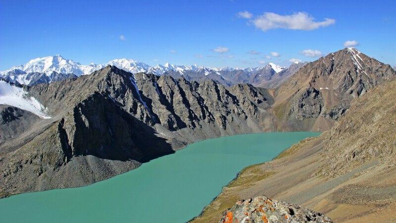 Atermberaubendes Panorama vom Alakul Pass (ca. 3900 m) © Diamir