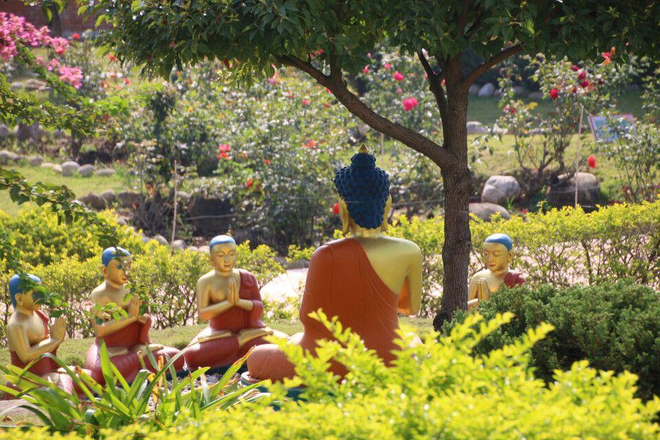 Park mit Buddha-Figuren nahe Lumbini