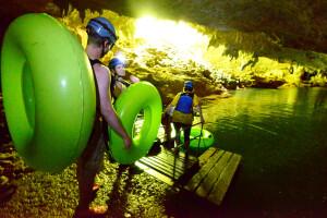Auf dem Weg in das Höhlensystem in Belize