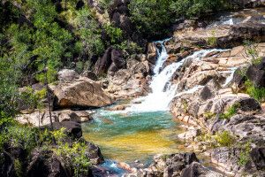 Ein zum Baden einladender natürlicher Pool im St.-Herman's-Blue-Hole-Nationalpark