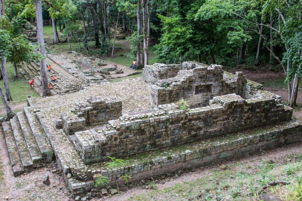 Maya-Ruine im Wald