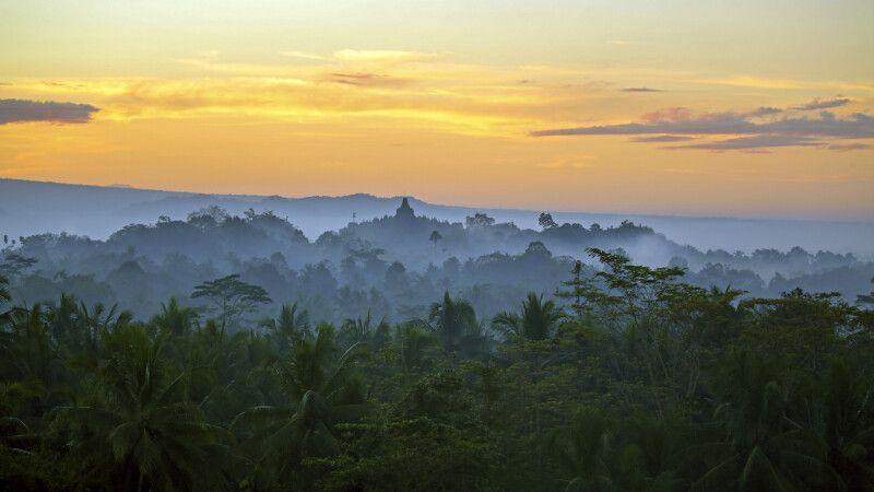 Der Borobudur im Sonnenaufgang © Diamir