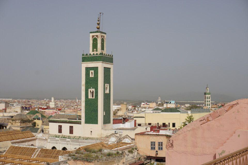Grünes Minarett der großen Moschee in Meknès