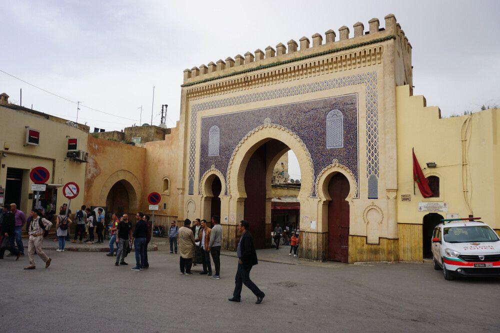 Das reich verzierte Staddtor Bab Boujeloud