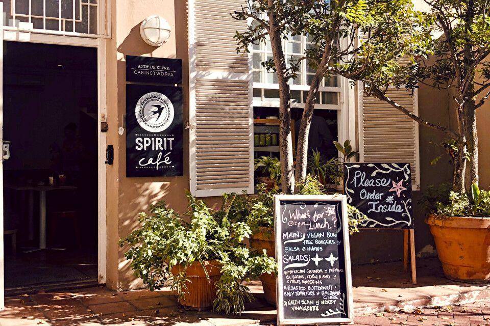 Liebevolles Straßencafe in Kapstadt
