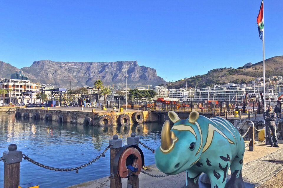 Blick auf den Tafelberg in Kapstadt, selten ohne Wolken