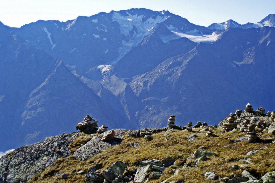 Kleine Gipfel- oder Wegmarkierungen