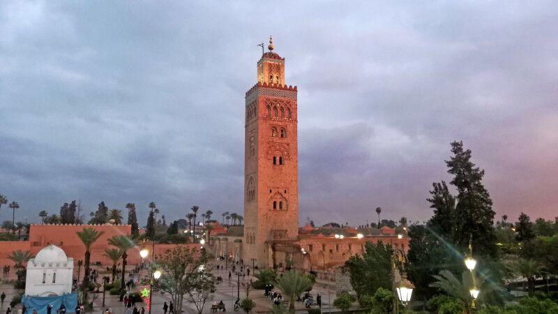 Koutoubia-Moschee in Marrakesch im Abendlicht © Diamir