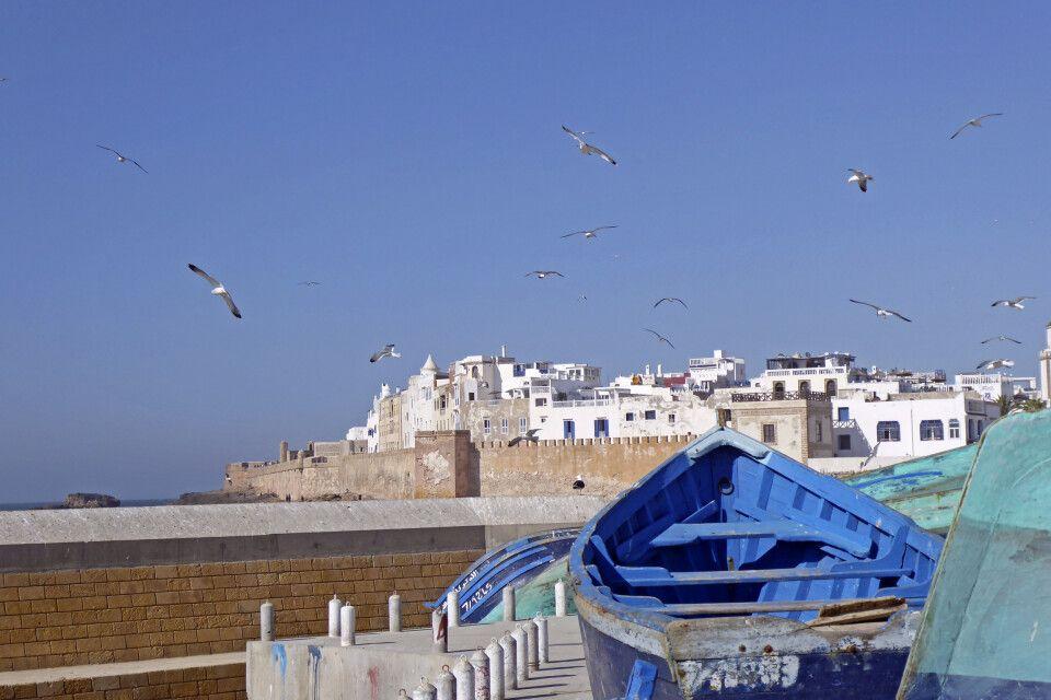 Blick vom Hafen auf die einen Teil der Altstadt von Essaouira