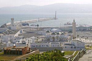 Blick von der Altstadt auf den Hafen in Tanger
