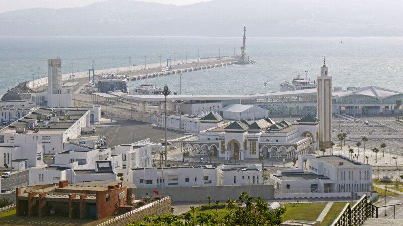 Blick von der Altstadt auf den Hafen in Tanger © Diamir