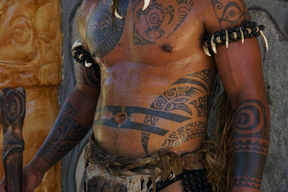 Tattoos: Die uralte polynesische Tradition kam als Tattoo mit den ersten westlichen Seefahrern im 18. Jahrhundert von Polynesien nach Europa.