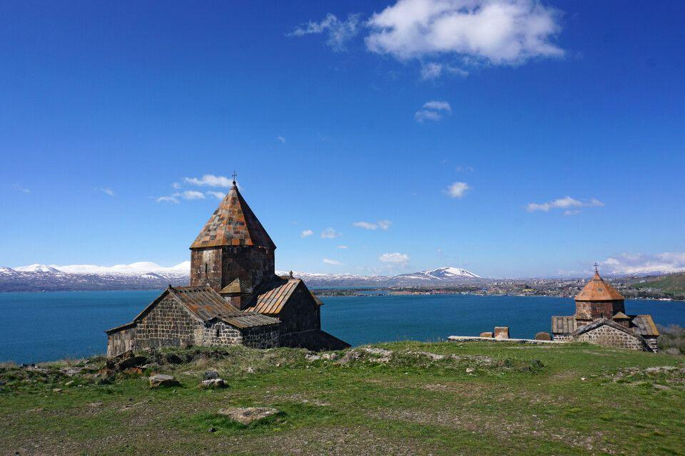 Malerisch gelegen - das Kloster Sewanawank am Nordufer des Sewansees