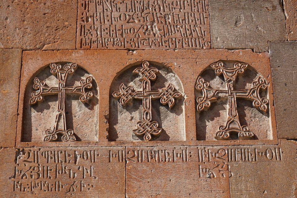 Kreuze an der Klosterkirche von Chor Virap