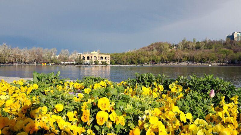 Frühling im El-Goli-Park in Tabriz © Diamir