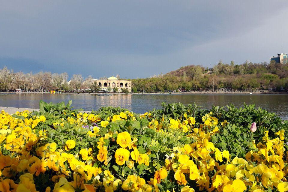 Frühling im El-Goli-Park in Tabriz