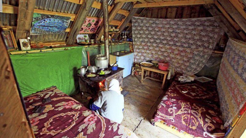 In der Hütte der Schäferfamilie © Diamir