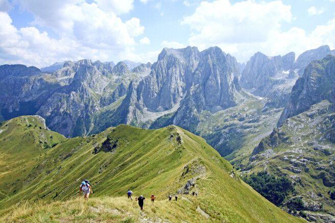 Guter Ausblick auf den Wanderweg und in die albanische Kelmend Region