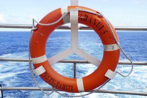 Die Aranui 5 kreuzt durch die Gewässer Französisch Polynesiens