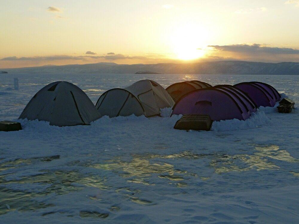 Zeltlager auf dem Eis