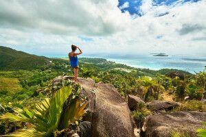 Wandern in den Bergen der Insel Praslin, Seychellen