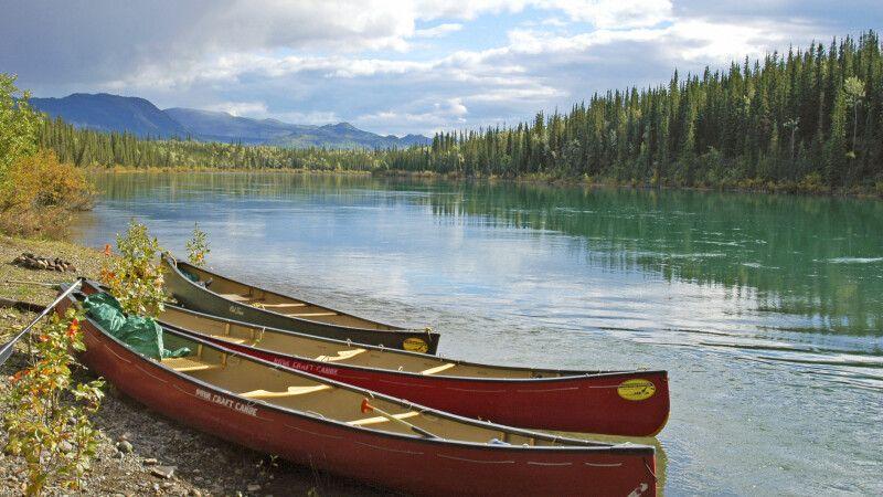 Kanus am Yukon River © Diamir