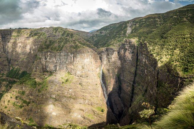 Der Wasserfall fällt in 500 Meter Tiefe !
