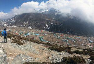Blick hinab nach Dingboche (4410 m)