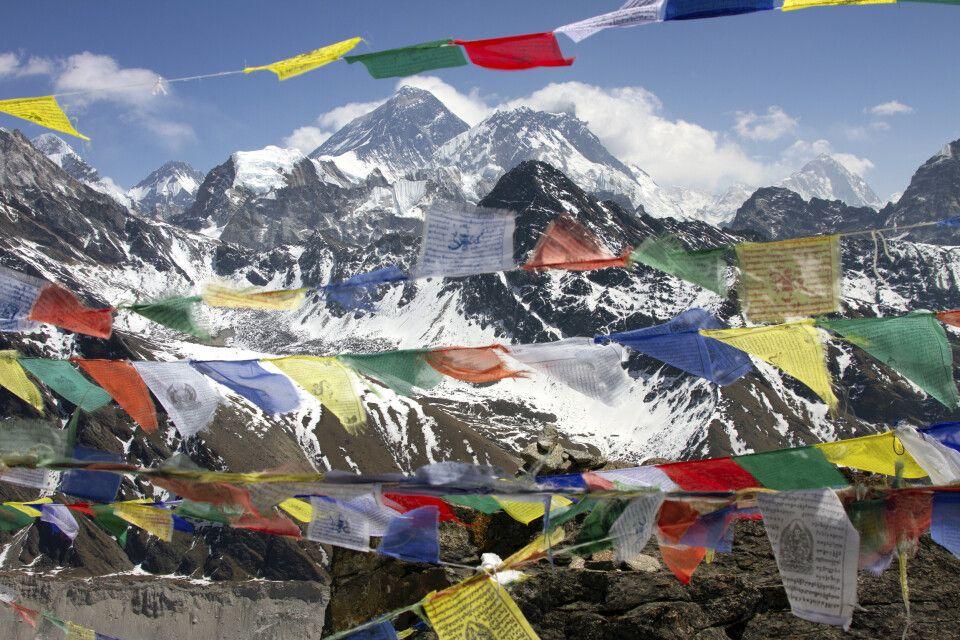 Gipfelpanorama vom Gokyo Ri (5360m) mit Blick auf Mount Everest (8848m), Nuptse (7861m) und Makalu (8481m)