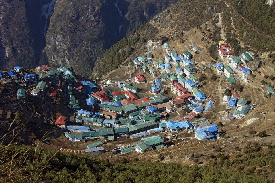 Blick von oben auf Namche Bazar (3440m)