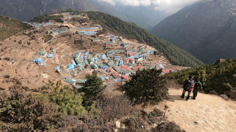 Aussichtspunkt auf die Sherpa-Stadt Namche Bazar (3440m) © Diamir