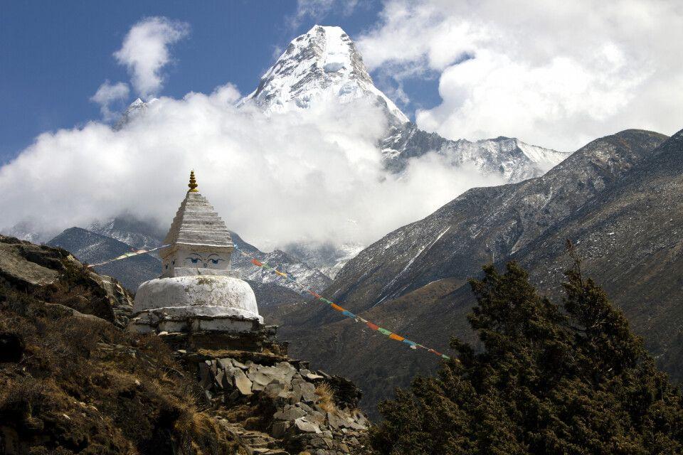 Kleiner Stupa vor Ama Dablam (6812m)