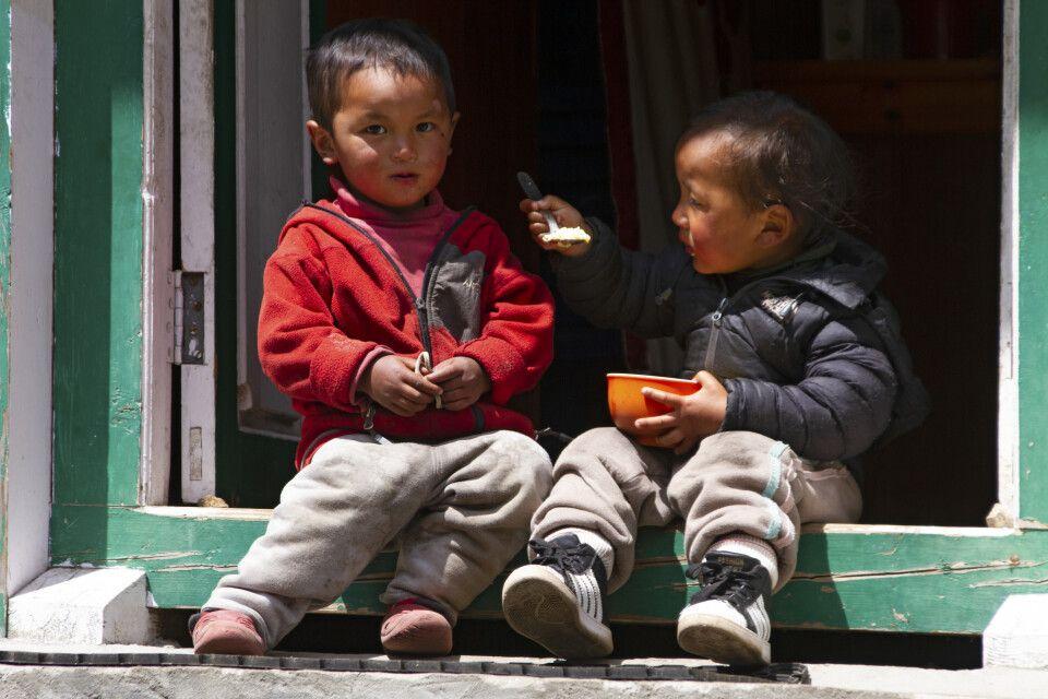 Kinder zwischen Namche Bazar und Lukla